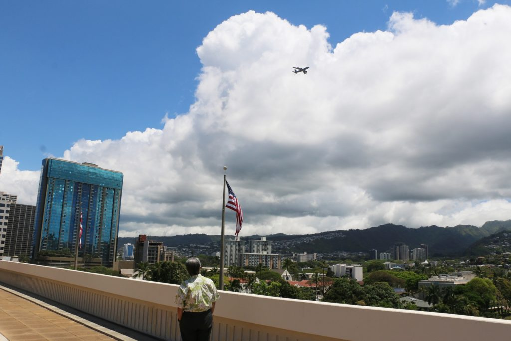 Governor Ige watching flyover to salute healthcare heroes